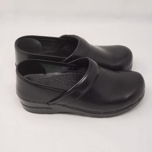 DANSkO NAROW  BLACK LEATHER CLOGS